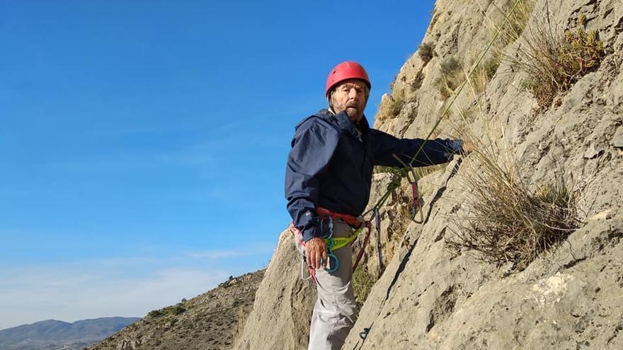 César Pérez de Tudela escalando en Elda como un joven de 81 años