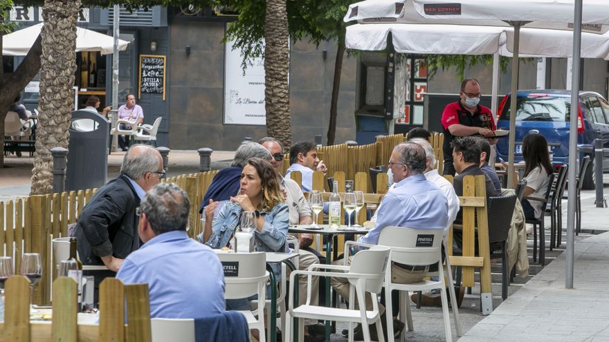La hostelería alicantina prevé una caída de al menos un 18% en la facturación durante este 2021