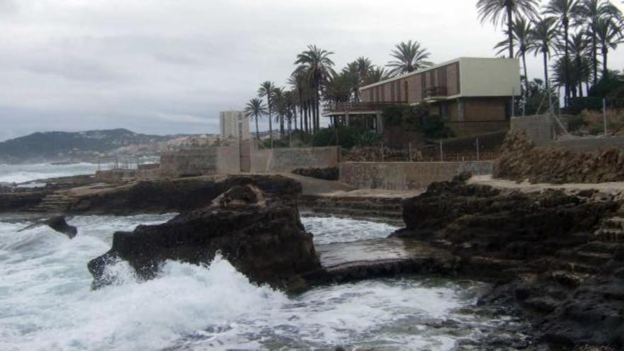 """El """"Chalé del Ministro"""" se construyó sobre la tosca de la Punta de l'Arenal. El ayuntamiento vendió el terreno por 10.000 pesetas."""