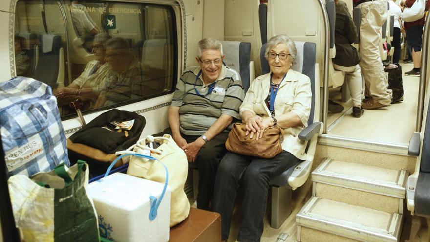 Mil valencianos parten en un tren, doce autobuses y un avión hacia Lourdes
