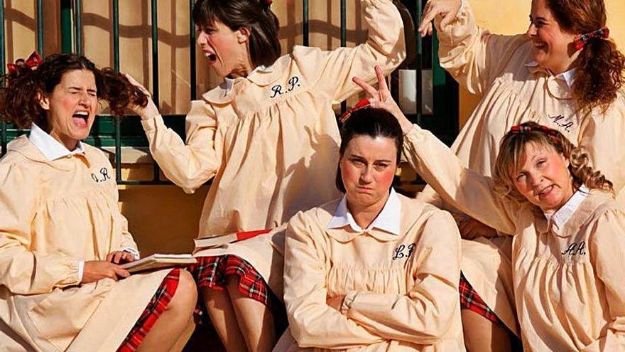 L'Elenc Santperenc fa una funció solidària de l'obra «Noietes» a Llançà