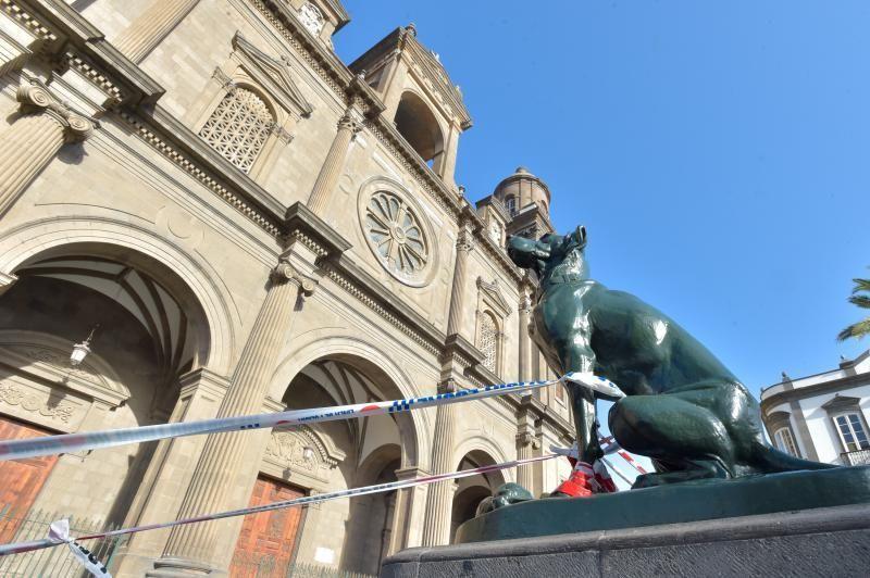 25-09-2018 LAS PALMAS DE GRAN CANARIA. Vallado de la fachada de la catedral por la caída de cascotes. Fotógrafo: ANDRES CRUZ  | 25/09/2018 | Fotógrafo: Andrés Cruz