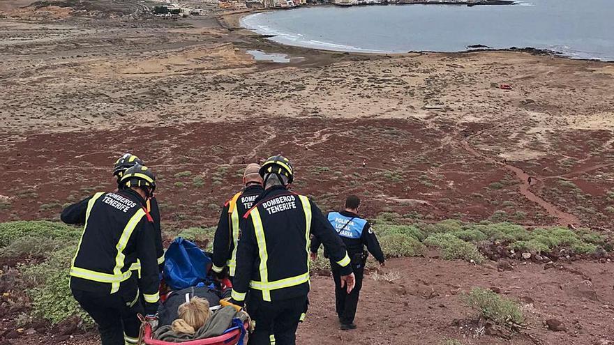 Bomberos de Tenerife rescata  a una senderista en Montaña Roja