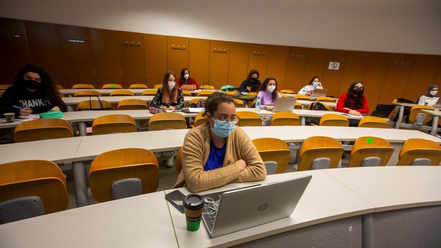 Los universitarios vuelven a las aulas