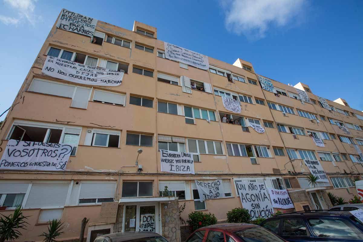 Desalojo de los apartamentos Don Pepe