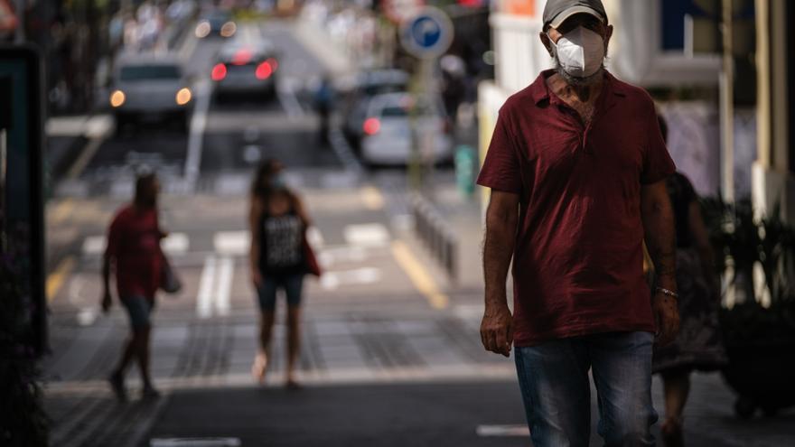 Canarias suma más de un centenar de casos de coronavirus y un fallecimiento