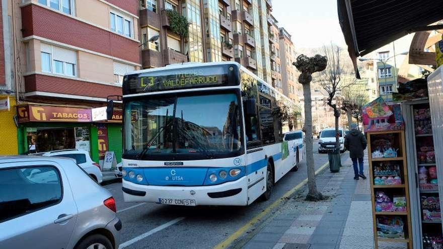 Mieres pide alinearse con los grandes ayuntamientos para subvencionar Emutsa