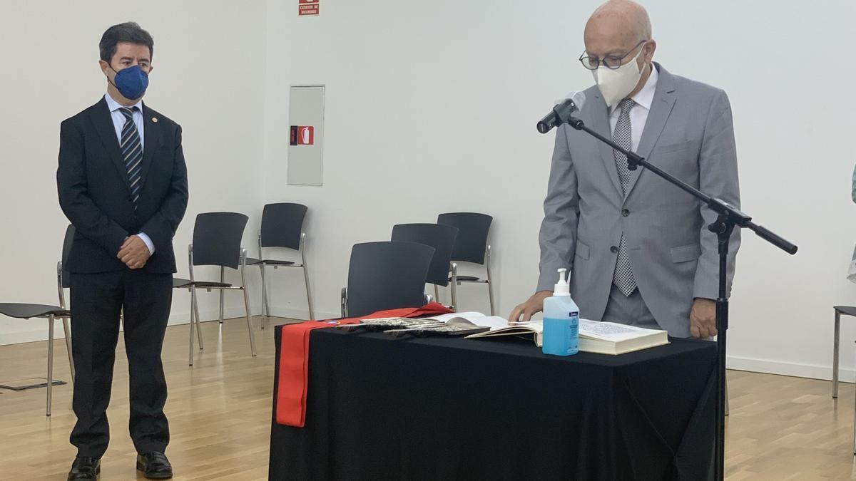El alcalde Luis Felipe presidió la toma de posesión de Biarge Ruiz.