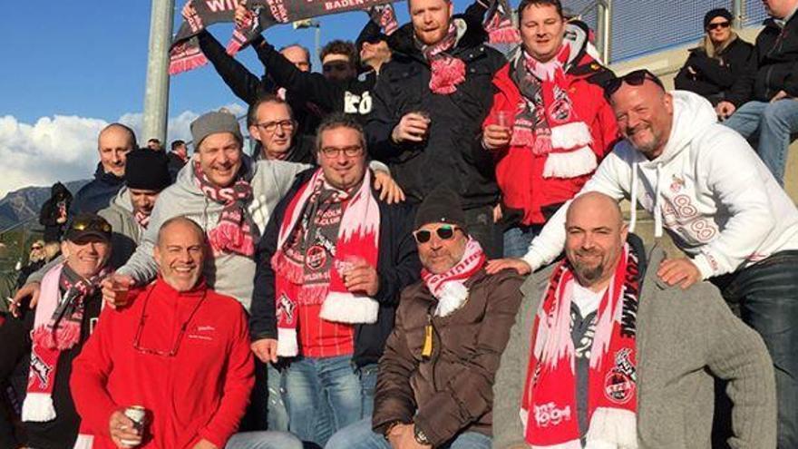 So feiern die Fans ihre Kölner beim Trainingslager auf Mallorca