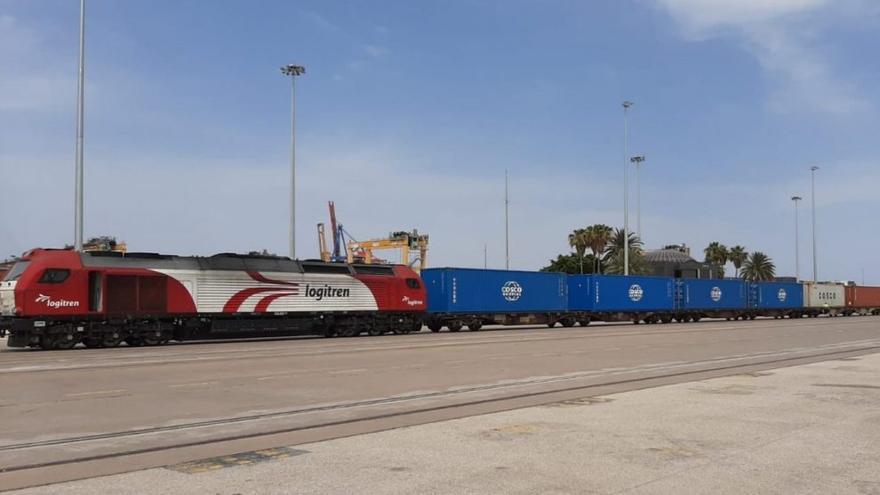 El tren de mercancías que va desde Zaragoza al Puerto de Valencia echa a rodar