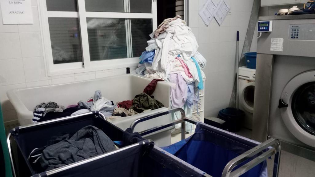 Este es el estado de un geriátrico de Elche: deterioro, suciedad, chinches y cucarachas por todo el centro