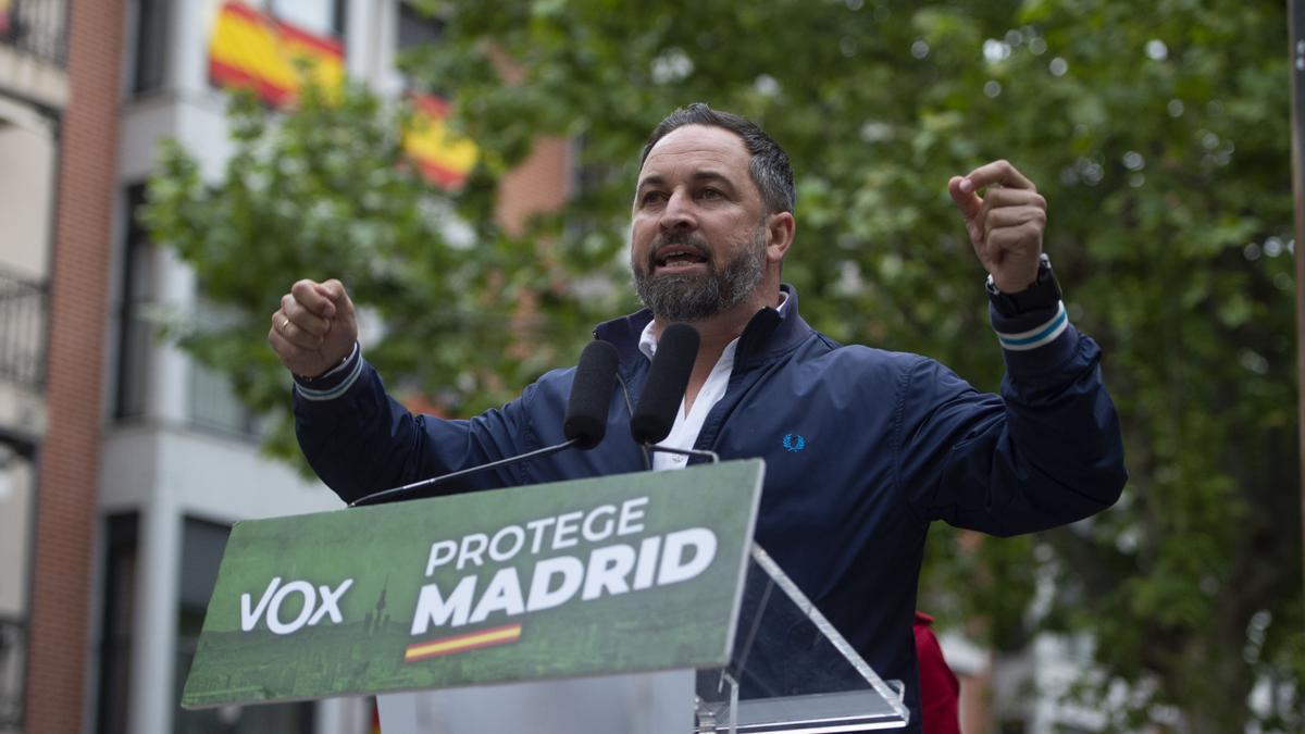 El presidente de Vox, Santiago Abascal, celebra un mitin en la Plaza de España, a 15 de abril de 2021, en Leganés, Madrid (España).