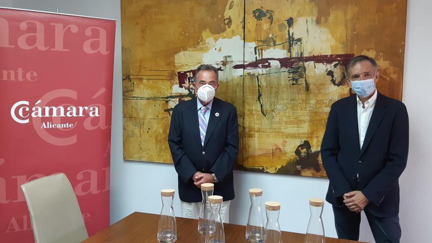 Aguas de Alicante y la Cámara de Comercio impulsan el consumo de agua del grifo