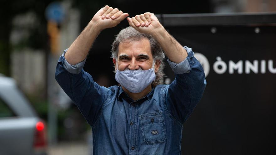 La Fiscalía pide 10.000 euros a Òmnium por usar la voz de un guardia civil en un vídeo
