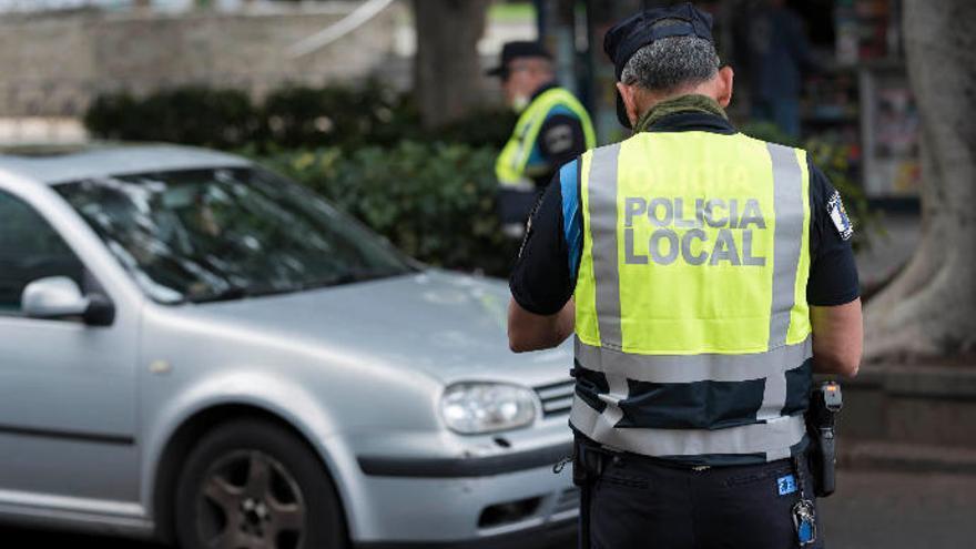 Detiene a un varón implicado en el robo de un bolso a una mujer en Santa Cruz