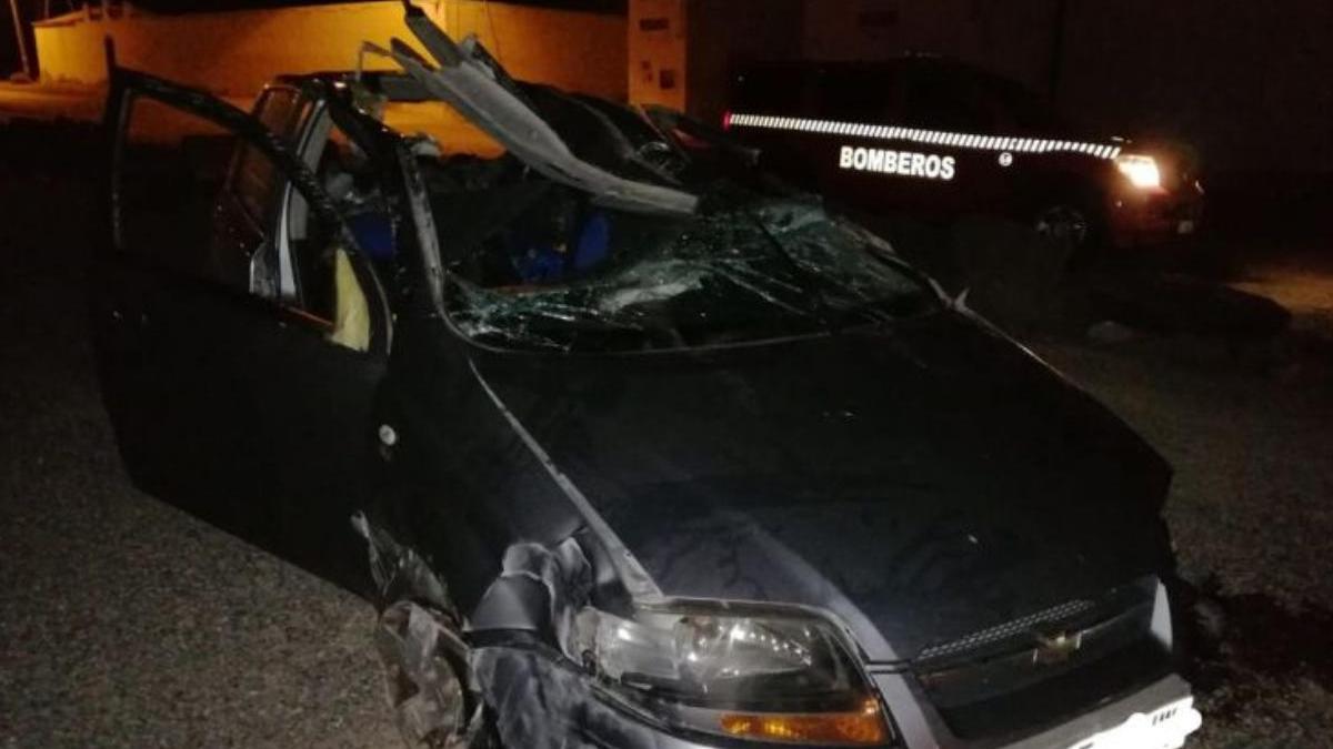 El vehículo quedó destrozado.