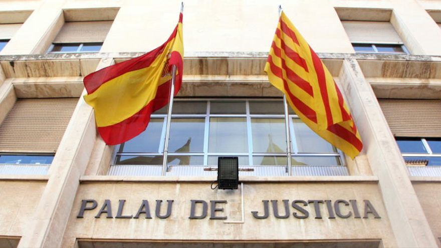 A judici un pedòfil acusat de gravar amigues de la seva filla al lavabo de casa, a Valls