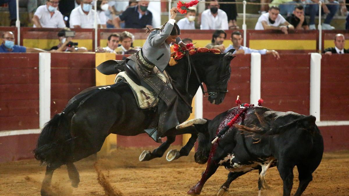Ocho orejas y un lamentable espectáculo a caballo en Fuengirola.