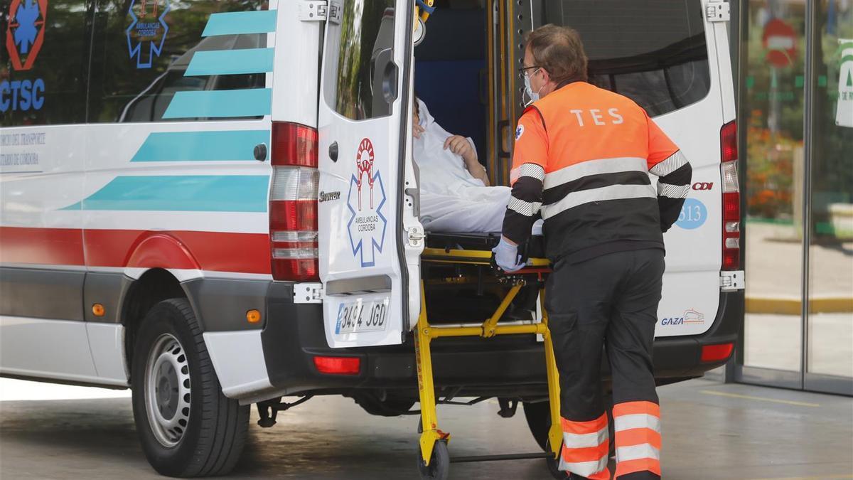 Traslado de un paciente al hospital Reina Sofía.