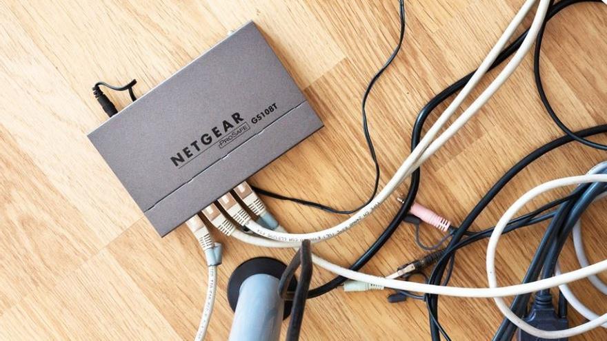 Denunciats set dels principals teleoperadors de l'Estat per sancionar els clients que no tornen els «routers»