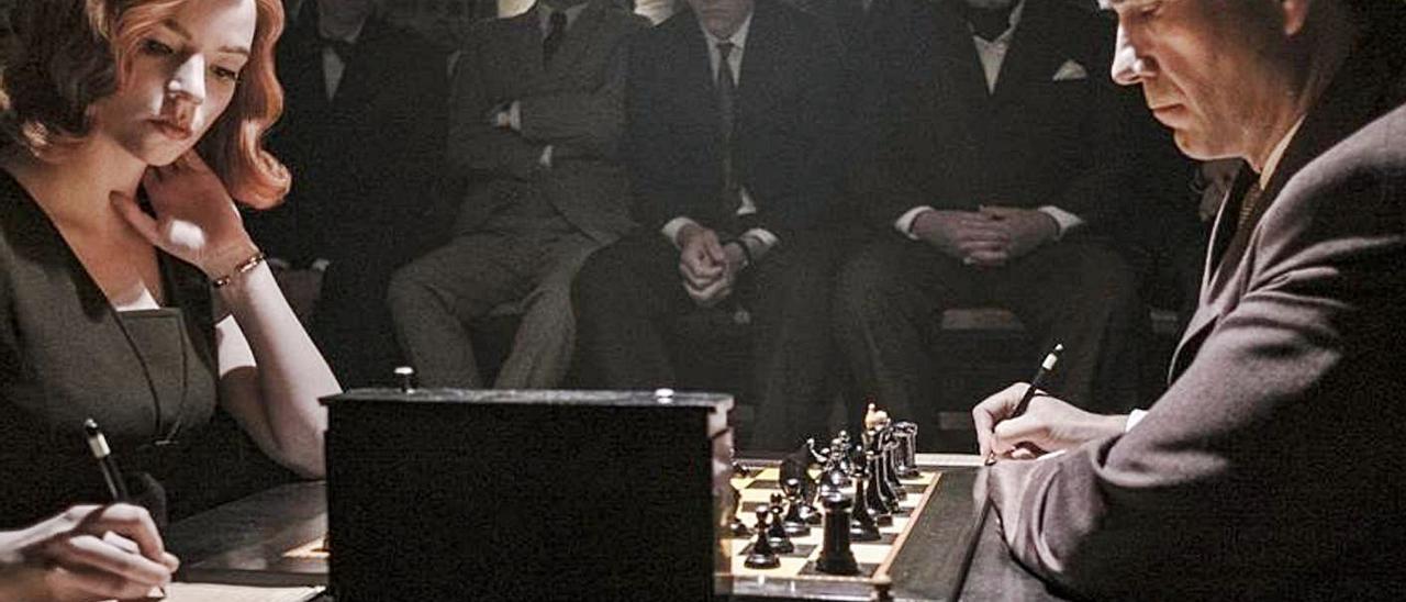 Anya Taylor-Joy y Marcin Dorocinski en una imagen de «Gambito de dama».