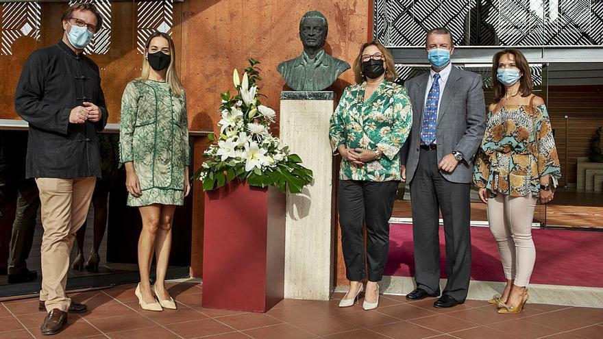 Ofrenda floral a Alfredo Kraus