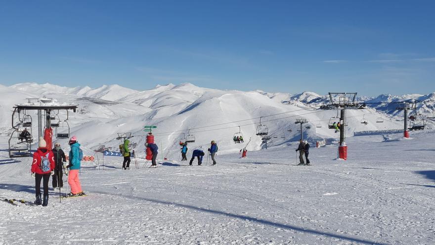 Las estaciones de León sumaron 86.400 esquiadores, el doble que las asturianas