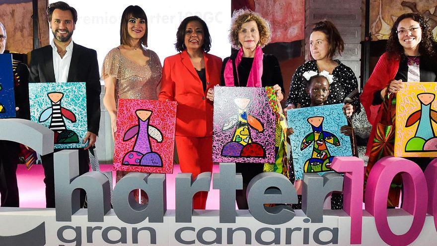 Charter 100 honra a las víctimas del virus