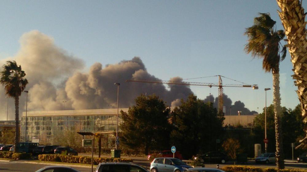 Espeluznante incendio en una industria química de Paterna