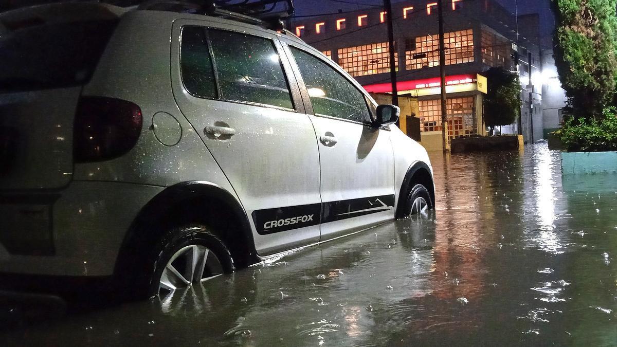 La fuerte lluvia provoca severas inundaciones en un municipio del centro de México.