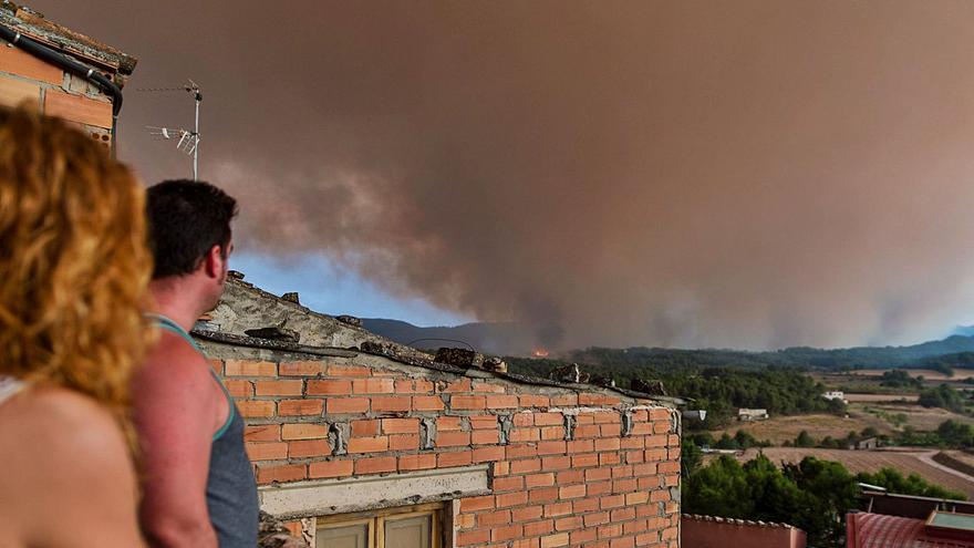 Els Bombers aconsegueixen perimetrar el 80% del foc de l'Anoia