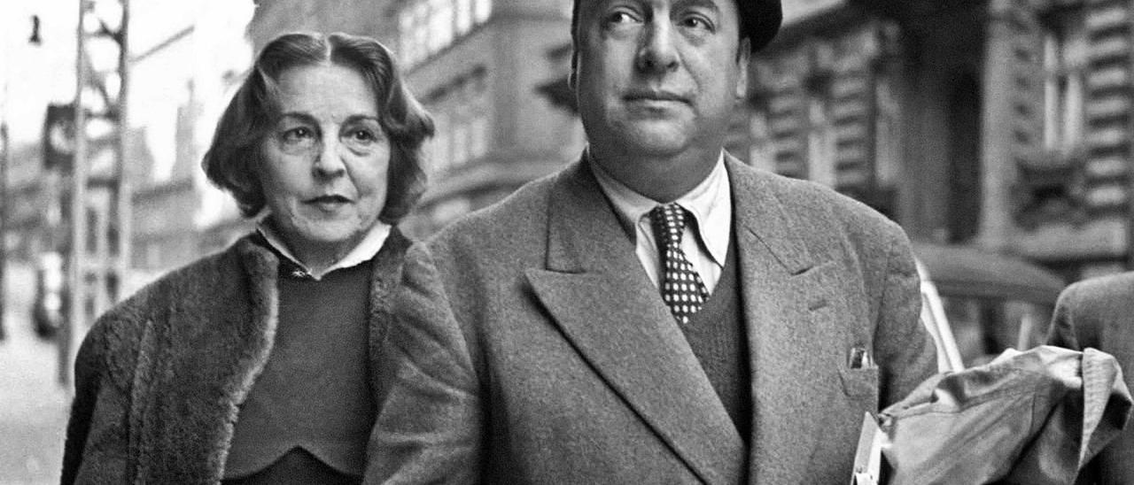 Delia del Carril y Pablo  Neruda. radio duna    FDV