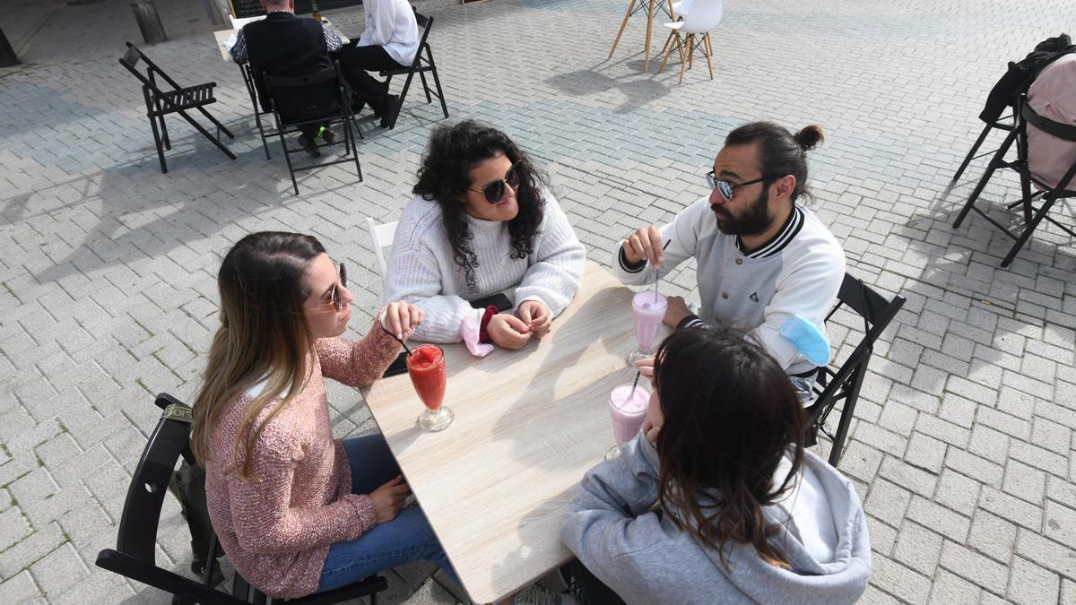 Cuatro personas, en un bar de Murcia