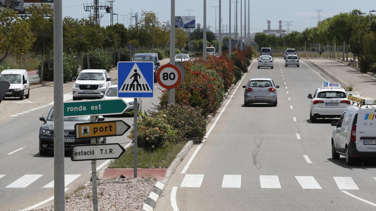 Imagen de una señal de 80 km/h en la ronda, aún sin cambiar.