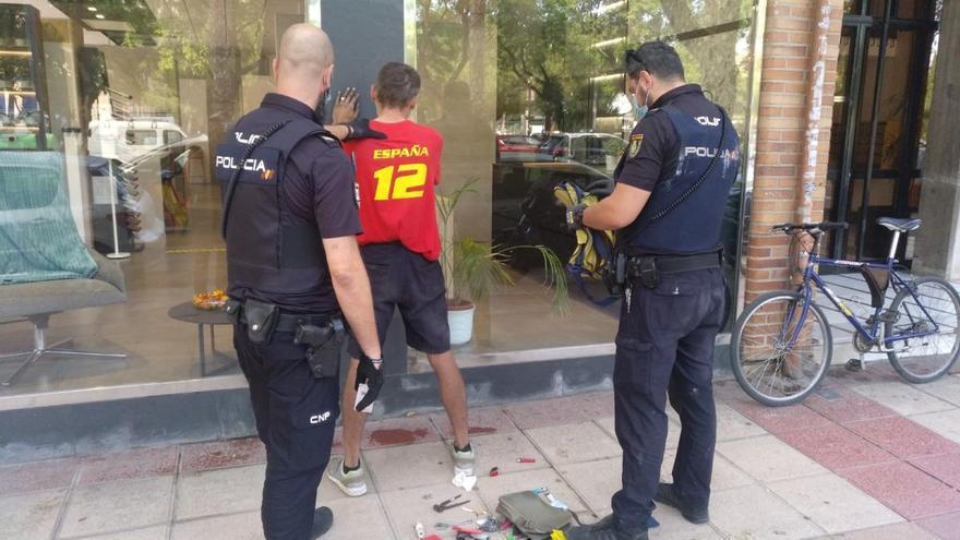 Un policía jubilado evita el robo de cinco bicicletas en Murcia
