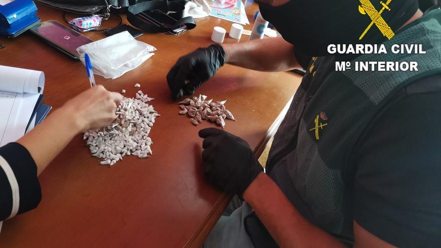 La Guardia Civil desarticula una banda dedicada al tráfico de drogas y el blanqueo de dinero en Vecindario