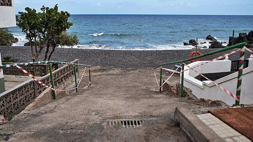 Una tubería en la  TF-1, posible causa  de la contaminación  en las playas