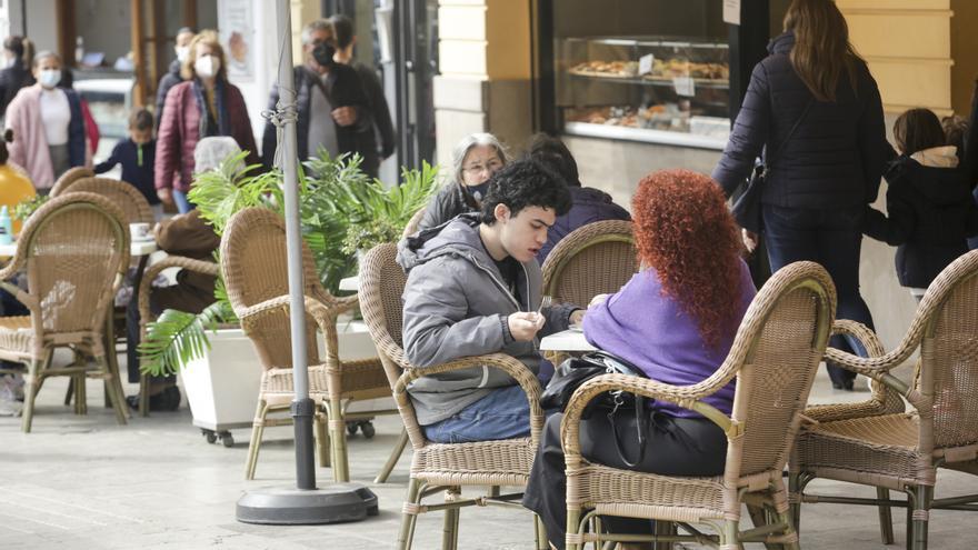 El Consell medita relajar las medidas en terrazas y gimnasios