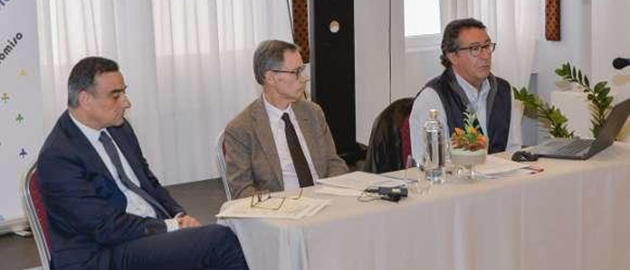 Por la izquierda, Sanmartín, Rubio y De Vicente, ayer, durante la charla.