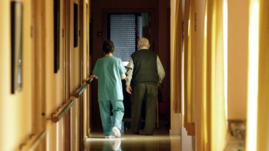 El cortafuegos de las residencias: terceras dosis y todos los trabajadores vacunados