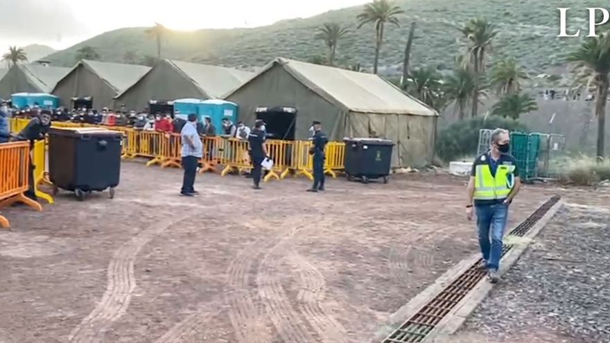 Traslado de migrantes al campamento de Barranco Seco (19/11/2020)