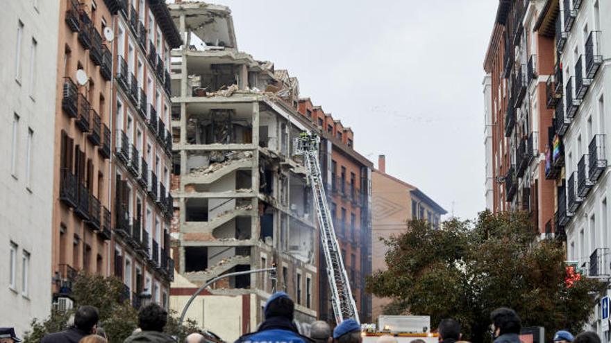 Esto fue lo que se encontraron los bomberos tras la explosión de la calle Toledo