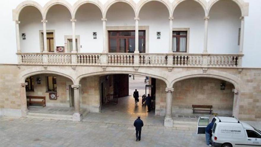 Condenado a un año y nueve meses de cárcel por exhibicionismo en Sant Antoni