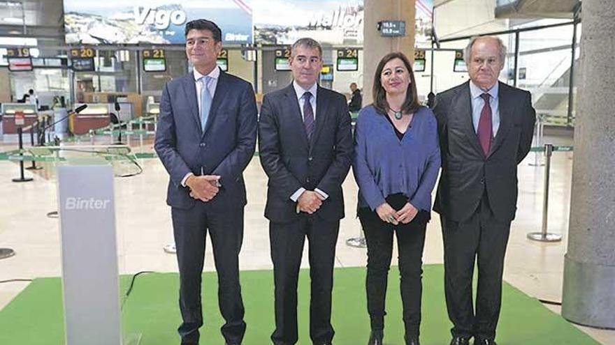 Armengol saca pecho en Canarias de la subida salarial del 17% en hosteleria en Balears