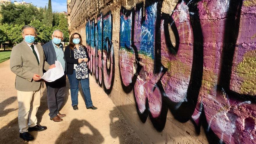 Retirar las pintadas realizadas en la muralla del Marrubial puede costar hasta 39.000 euros