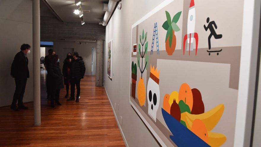 Exposición 'Un mundo que sufre bajo un manto de flores' en el kiosco Alfonso