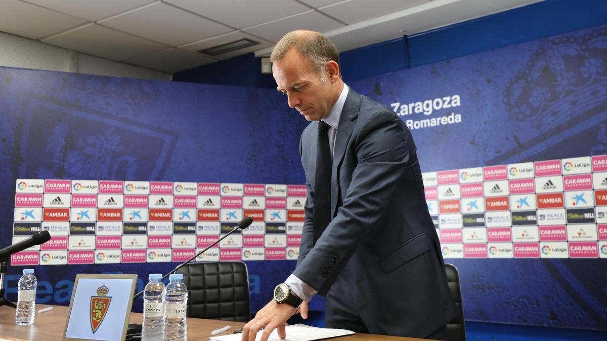 El presidente Lapetra, tras una rueda de prensa.