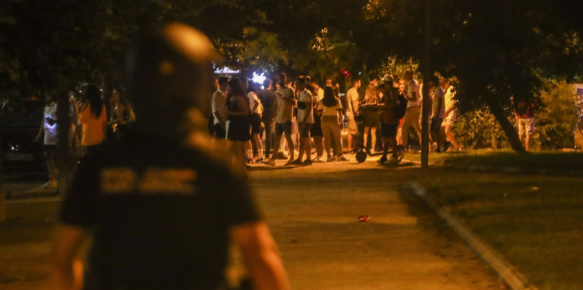 Controles antibotellón en València y cierre del ocio a las 00.00 horas