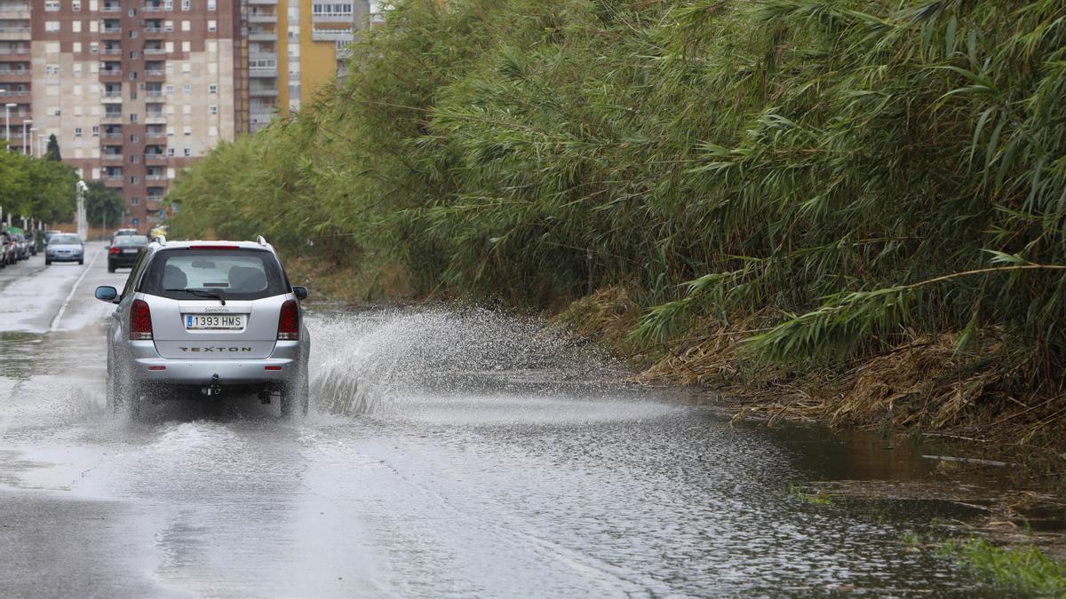 Avenida Europa de Almardà inundada.