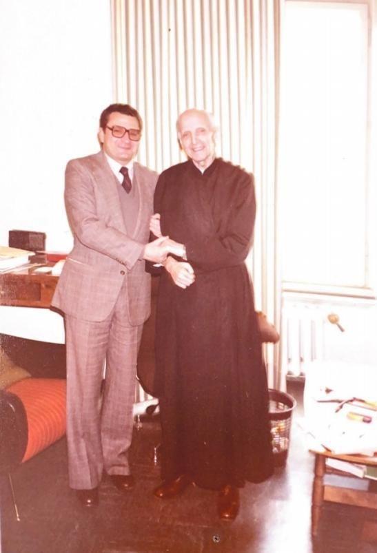 Alcover con el padre Pedro Arrupe,  general de la Compañía de Jesús.